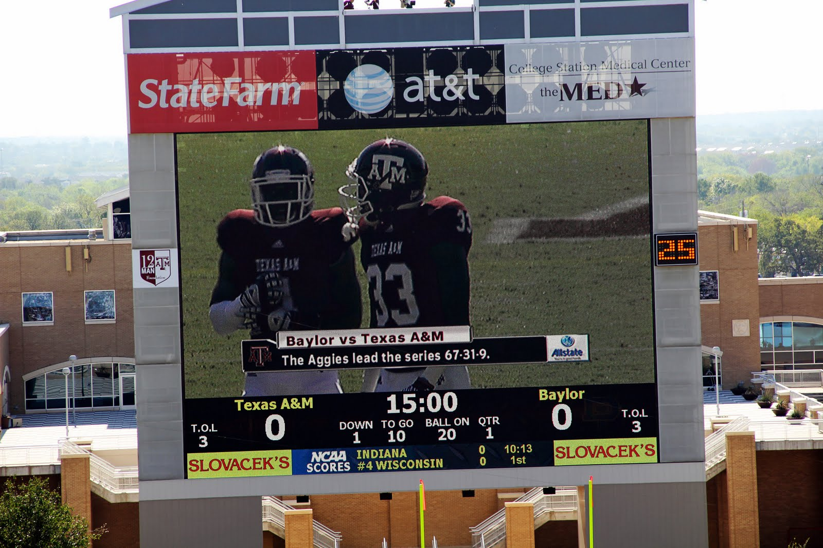 jumbotron Ags lead series